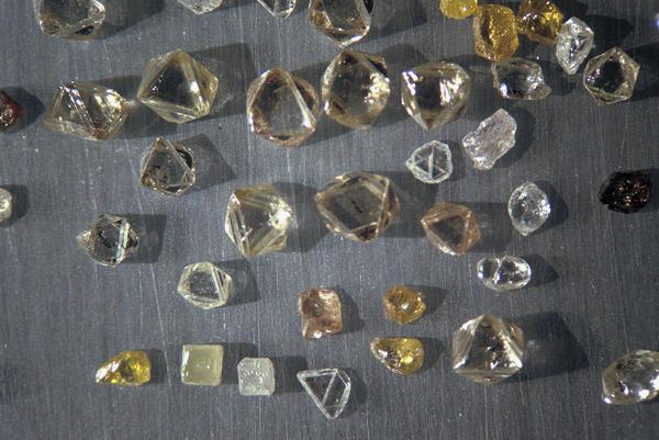 timanttiokktaedrit ja -kuutiot